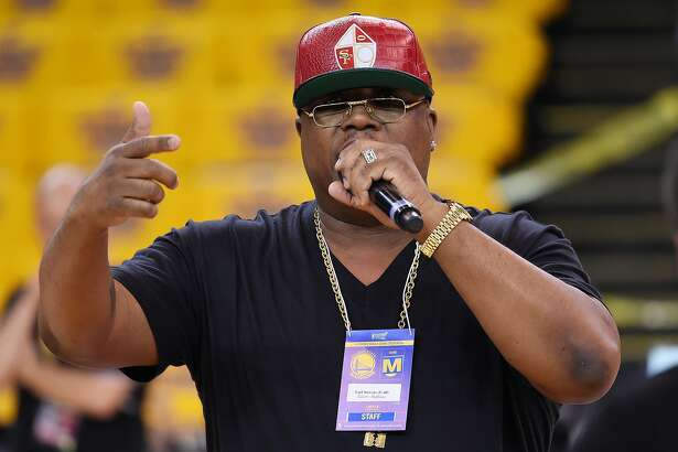 OAKLAND, CA - JUNE 04:  Rapper E-40 reherses prior to during Game One of the 2015 NBA Finals between the Golden State Warriors and the Cleveland Cavaliers at ORACLE Arena on June 4, 2015 in Oakland, California. NOTE TO USER: User expressly acknowledges and agrees that, by downloading and or using this photograph, user is consenting to the terms and conditions of Getty Images License Agreement.  (Photo by Thearon W. Henderson/Getty Images)