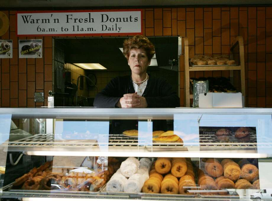Rolling Pin Donuts in San Bruno. Photo: Mike Kepka, San Francisco Chronicle 2005