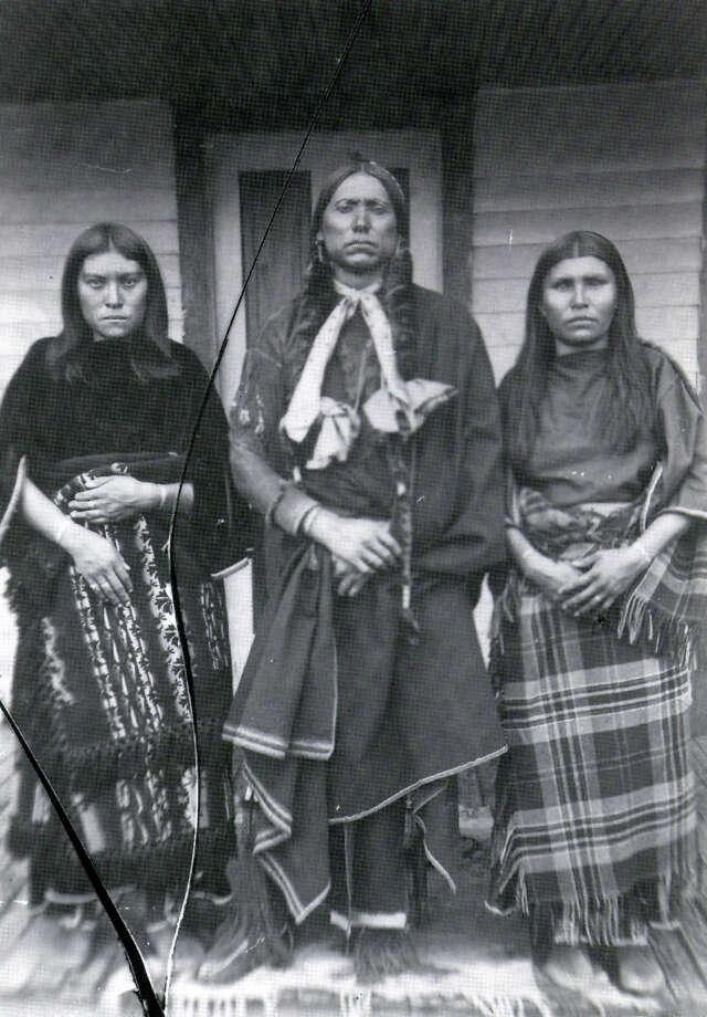 Quanah Parker and two of his seven wives, Topay (left) and Chonie, around 1890. Photo: /COMANCHES IN THE NEW WEST, 1895-