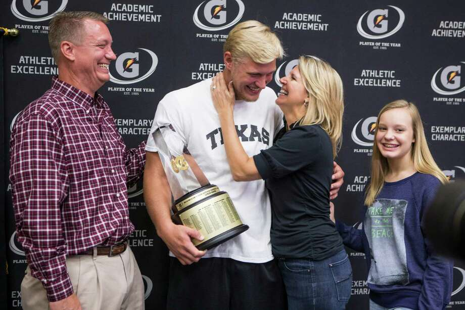 Flanked by father Will, mother Belinda and sister Clair, Oak Ridge's Luken Baker accepts the Gatorade National Baseball Player of the Year award at a Tuesday ceremony in Conroe. ( Brett Coomer / Houston Chronicle ) Photo: Brett Coomer, Staff / Â 2015 Houston Chronicle