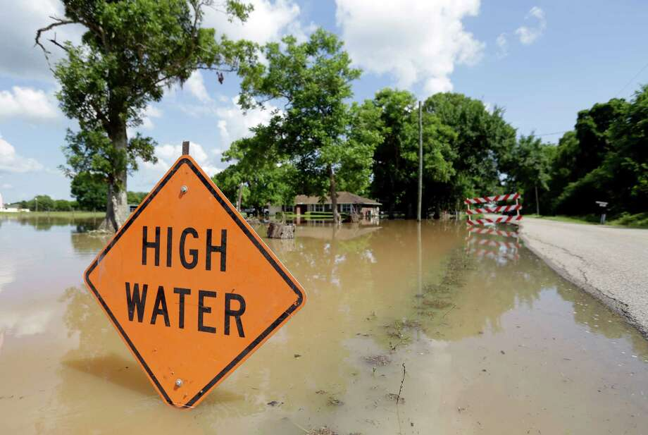 A high water sign is shown along Road 42 in Rosharon, Texas, where flooding from the  Brazos River closed many of the county roads  ( Melissa Phillip / Houston Chronicle ) Photo: Melissa Phillip, Staff / © 2015  Houston Chronicle