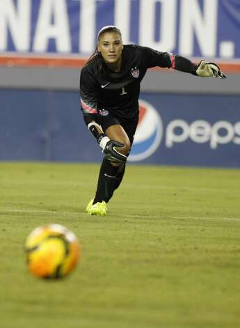 Goalkeeper Hope Solo #1 of the United States takes her position in goal during the second half of a women's friendly soccer match against France on June 14, 2014 at Raymond James Stadium in Tampa, Florida. Photo: Brian Blanco, Getty Images