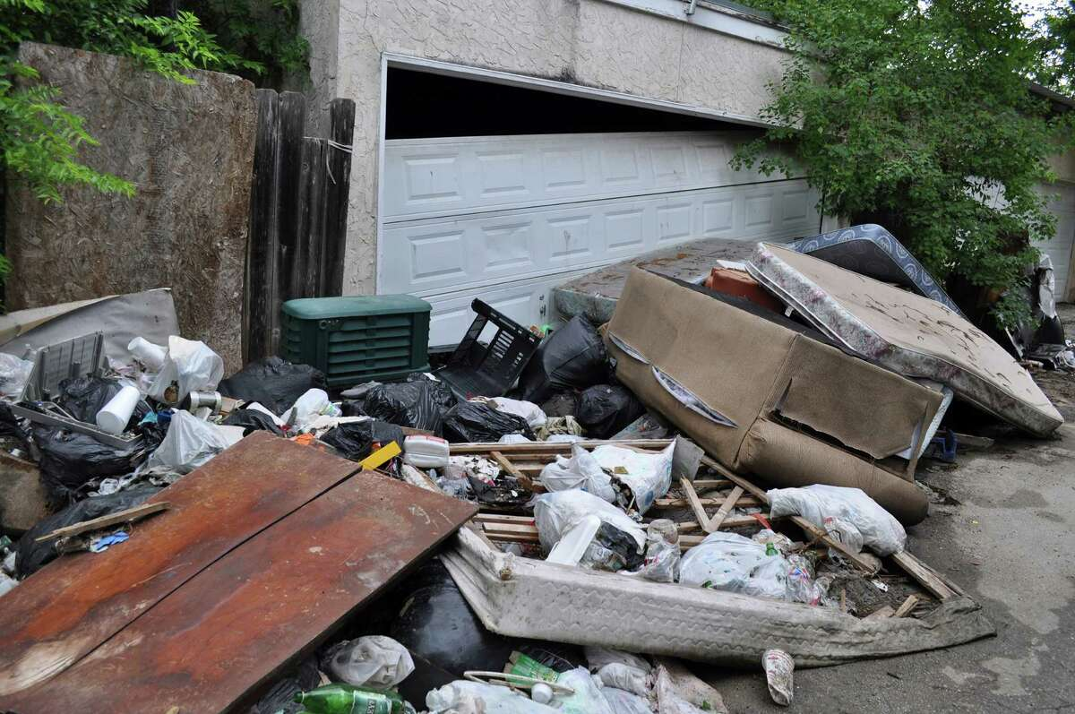 The pilot program for trash service service in the Northeast Side neighborhood of Camelot II is a good start.