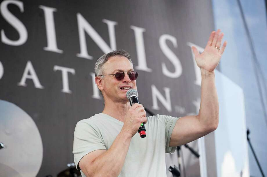 Actor Gary Sinise greets the crowd of patients, hospital staff, Wounded Warriors and their families in June during his annual visit to San Antonio Military Medical Center. A reader says the government should take care of the wounded veterans instead of forcing them to solicit donations. Photo: Julysa Sosa / / Julysa Sosa For the San Antonio Express-News