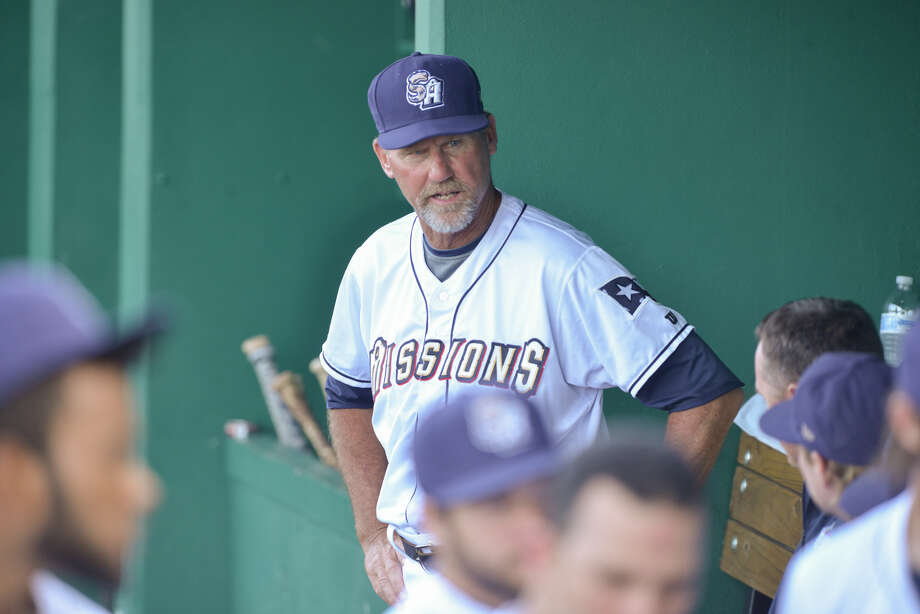 San Antonio manager Jamie Quirk talks to players prior to a 2015 Texas League season game at Wolff Stadium. Photo: Robin Jerstad /San Antonio Express-News