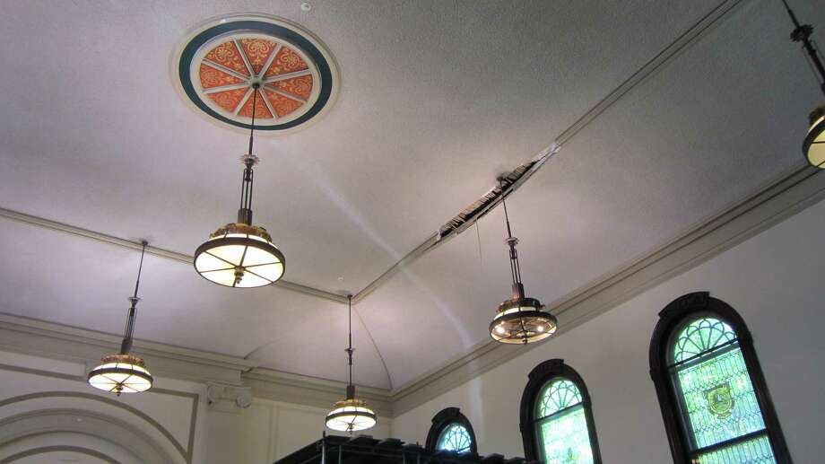 This Damaged Ceiling Has Closed The Rensselaer County S Largest Courtroom Bob Gardinier Times