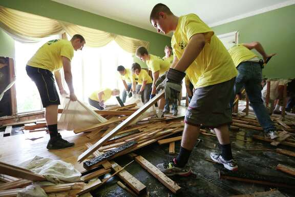 Missionaries from the Texas Houston South Mission clean out Tom and Leigh Killian's Meyerland home.
