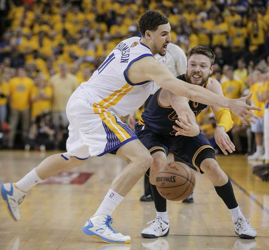 Cleveland Cavaliers' Matthew Dellavedova gets a pass by Golden State Warriors' Klay Thompson in the fourth period during Game 2 of The NBA Finals on Sunday, June 7, 2015 in Oakland, Calif. Photo: Carlos Avila Gonzalez, The Chronicle