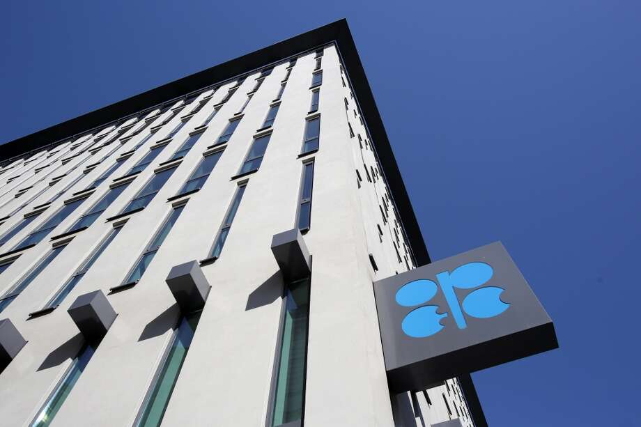 A OPEC logo sits on a sign outside the 167th Organization of Petroleum Exporting Countries (OPEC) conference in Vienna, Austria, on Friday, June 5, 2015. Photo: Bloomberg