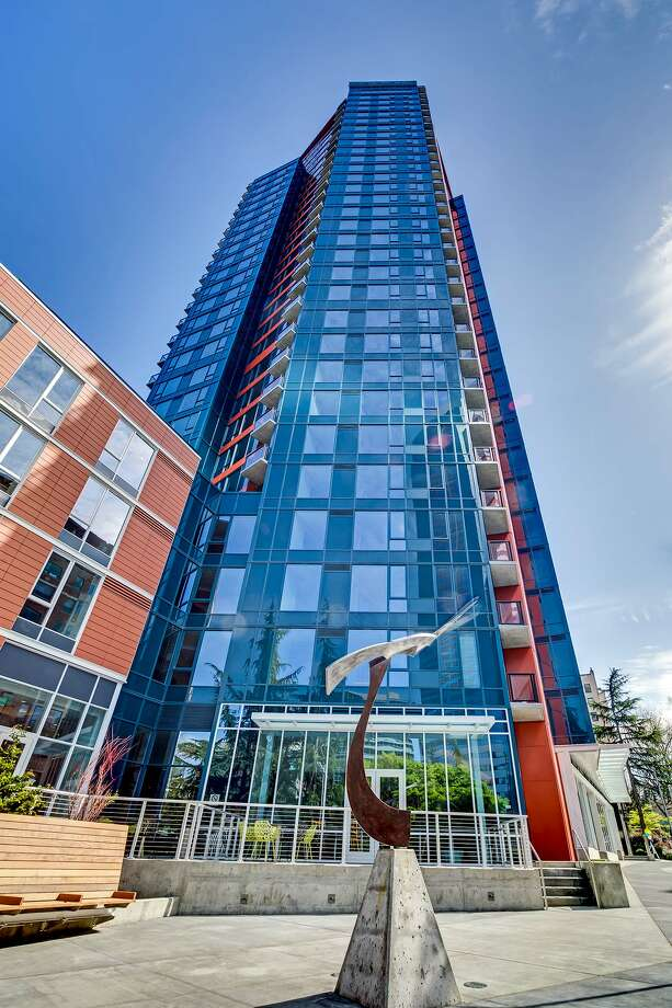 The Cielo, a 31-story apartment tower on Seattle's First Hill, was completed earlier this month. Photo from PCL Construction Services. / ©Francis Zera