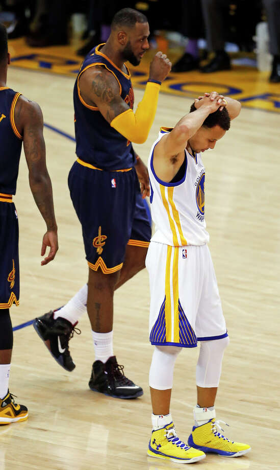 Stephen Curry hangs his head during a 2-for-15 three-point shooting night at Oracle Arena Sunday. Photo: Scott Strazzante / The Chronicle / ONLINE_YES