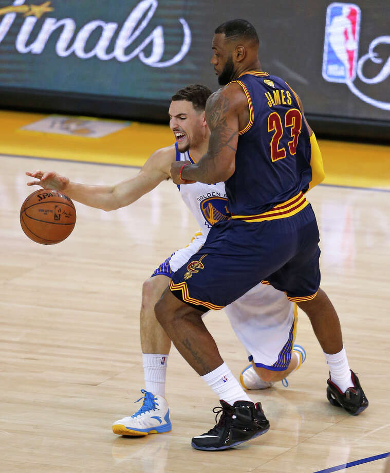 Klay Thompson, a bright spot on offense Sunday, takes on LeBron James. Thompson had 34 points and James 39. Photo: Scott Strazzante / Scott Strazzante / The Chronicle / ONLINE_YES