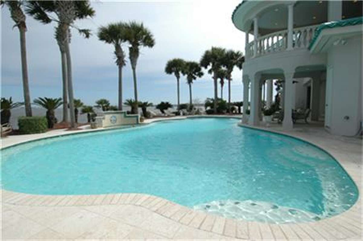2210 Twin Oaks : $5,900,000 / 6 bedrooms / 6 full and 1 half baths / 11,601 square feet