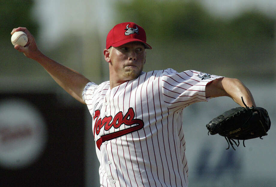 Bay Area Toros starter Steve Hecker throws to the Texas Heat in the first inning of the Toros' inaugural game at Wildcat Stadium on Sunday, May 27, 2007 in League City.(Jessica Kourkounis/For The Chronicle) Photo: Jessica Kourkounis, Freelance / Freelance