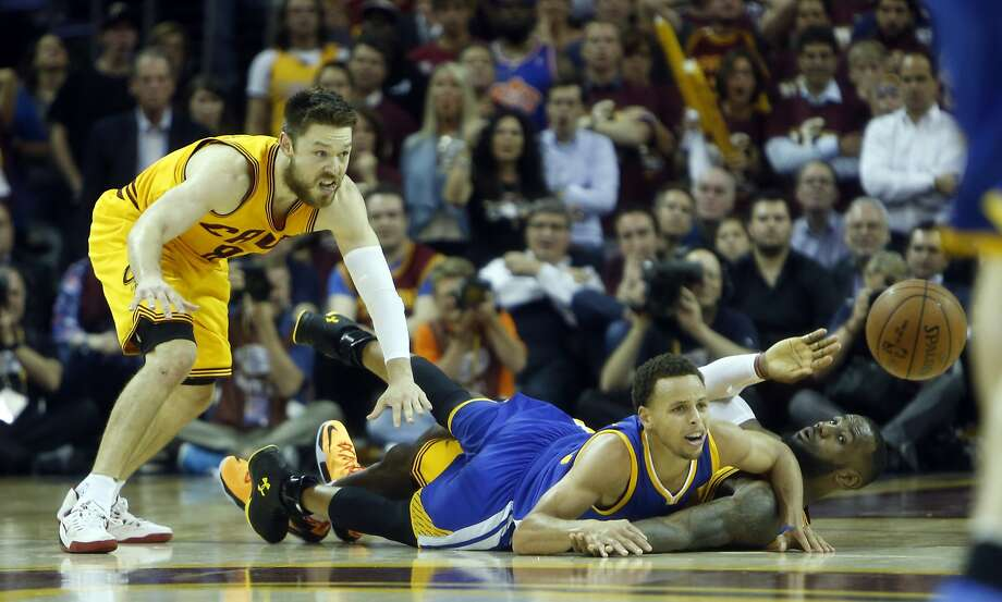 Golden State Warriors' Stephen Curry and Cleveland Cavaliers' LeBron James and Matt Dellavedova watch loose ball in 4th quarter of Cavs' 96-91 win during  Game 3 of the 2015 NBA Finals at Quicken Loans Arena in Cleveland, Ohio, on Tuesday, June 9, 2015. Photo: Scott Strazzante, The Chronicle