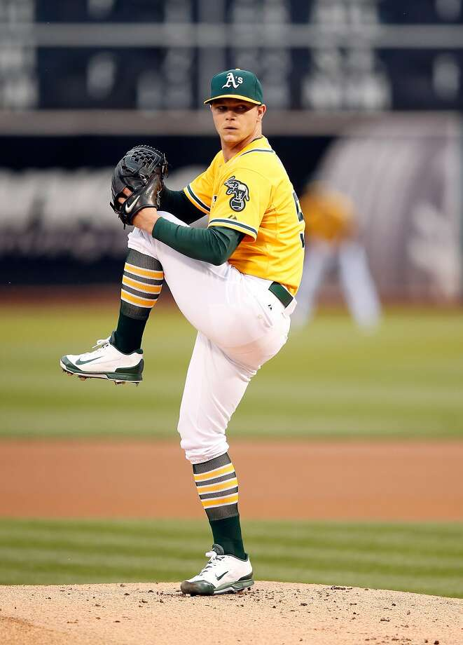 Sonny Gray of the Oakland Athletics pitches against the Texas Rangers in the first inning at O.co Coliseum on June 9, 2015 in Oakland. Photo: Ezra Shaw, Getty Images