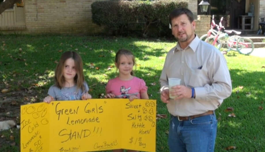 ZOey and Andria Green with Tyler Morning Telegraph reporter Kenneth Dean outside the home in Overton, Texas, where the girls' lemonade stand was shut down by local police and state regulations.Photo: screenshot from the Tyler Morning Telegraph