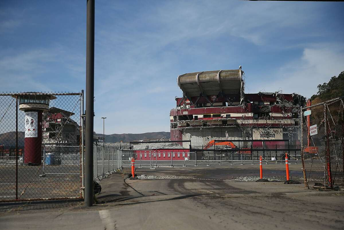 A section of Candlestick Park remains standing as demolition continues on June 9, 2015 in San Francisco, California. The demolition of Candlestick Park, the former home of the San Francisco Giants and San Francisco 49ers, is in its final stages with approximately 75 percent of of the structure reduced to rubble. A development with a mall and housing is planned for the site. (Photo by Justin Sullivan/Getty Images)