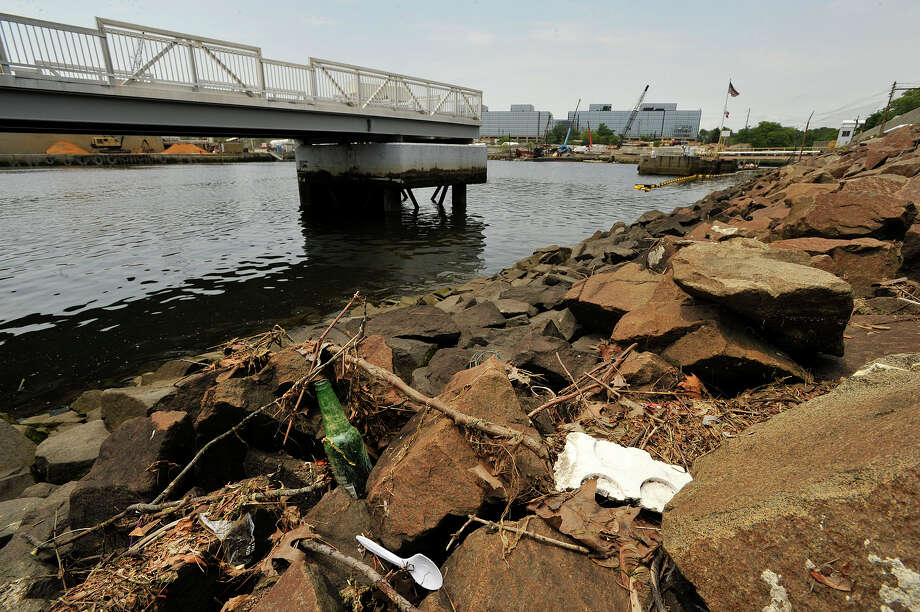 Garbage and organic debris can be seen along the eastern shore of the west branch of Stamford Harbor in Stamford. Photo: Jason Rearick / Staff Photographer / Stamford Advocate