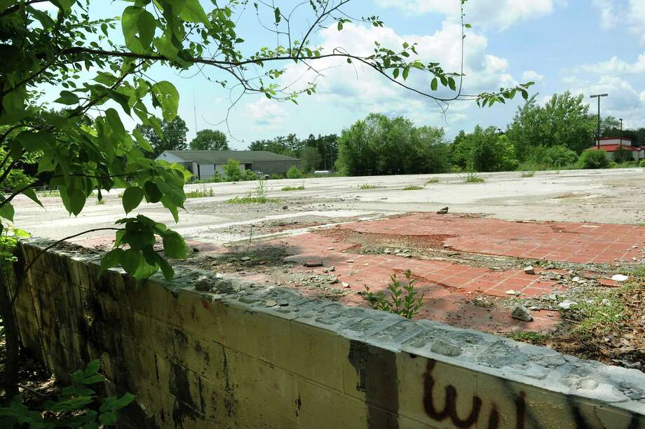 The former Grand Union building at 354 Broadway  on Wednesday, June 10, 2015, in Fort Edward, N.Y. Price Chopper plans to build a new Market 32 supermarket on the former PCB recycling site. (Cindy Schultz / Times Union) Photo: Cindy Schultz / 10032245A