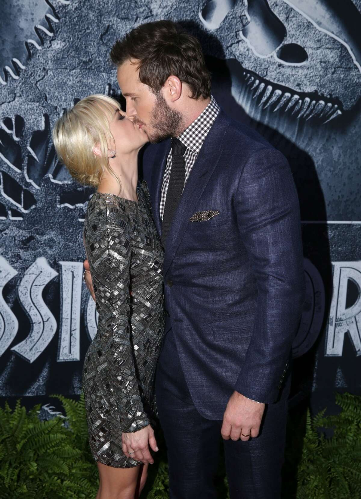 Chris Pratt, raised in Lake Stevens, kisses wife Anna Faris at the Los Angeles premiere of