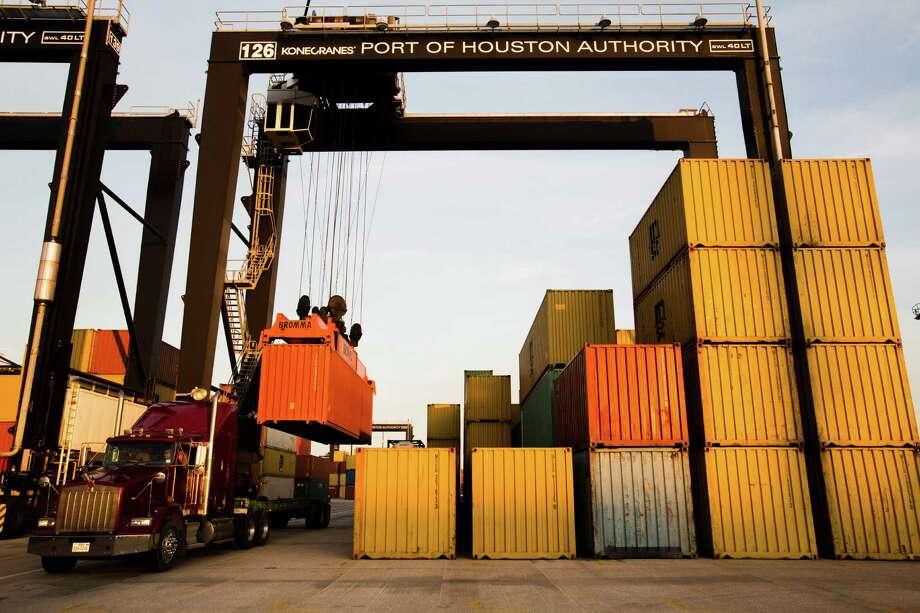 Cargo moves through the Port of Houston. Photo: Eric Kayne, Freelance / © 2012 Eric Kayne