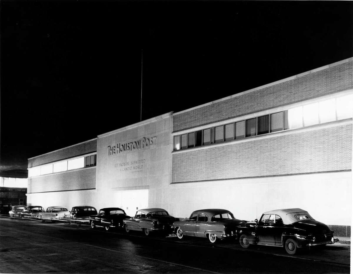01/06/1955 - entrance to The Houston Post at 2410 Polk and Dowling.