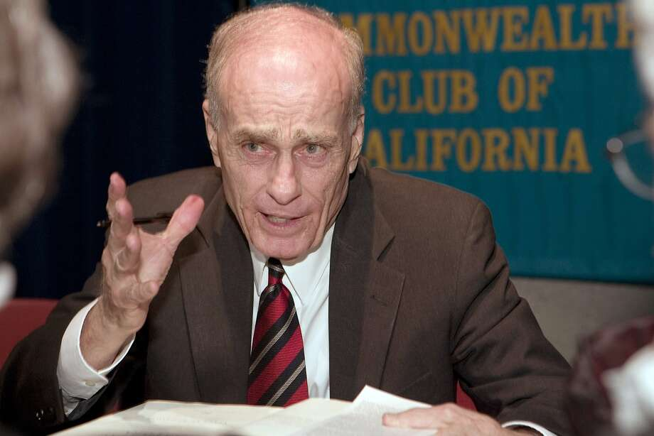"bugliosixx_0086_db.jpg Author Vincent Bugliosi talks as he signs his new book for people who attended his speech about his book on the John F. Kennedy assassination called, ""Reclaiming History,"" at the Commonwealth Club in San Francisco, CA, on Tuesday, May, 29, 2007.   photo taken: 5/29/07 Darryl Bush / The Chronicle    ** Vincent Bugliosi  (cq) Photo: Darryl Bush, SFC"