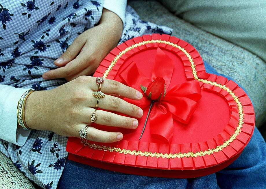 It's just about time to celebrate Valentine's day. But this holiday season, will you be kissing your guy... or kissing him goodbye?Take a look at these 7 tips to see if your heart-shaped cookie of a relationship is crumbling. Photo: Deanne Fitzmaurice, The Chronicle
