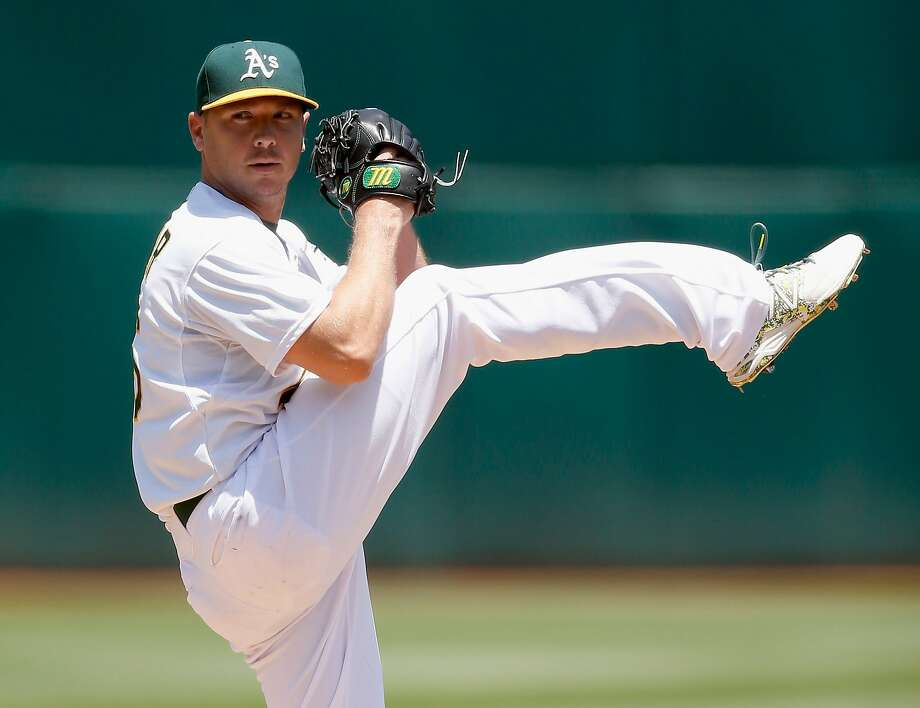 Scott Kazmir #26 of the Oakland Athletics pitches against the Texas Rangers in the second inning at O.co Coliseum on June 11, 2015 in Oakland, California. Photo: Ezra Shaw, Getty Images