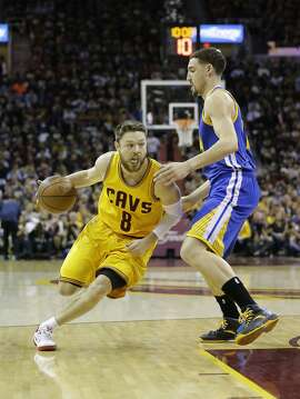 Cleveland Cavaliers guard Matthew Dellavedova (8) drives on Golden State Warriors guard Klay Thompson (11) during the first half of Game 3 of basketball's NBA Finals in Cleveland, Tuesday, June 9, 2015. (AP Photo/Tony Dejak)