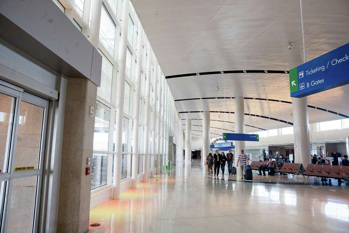 San Antonio International Airport saw a record 8.4 million passengers in 2014, surpassing the record of 8,075,437 set in 2007.