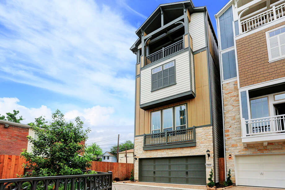 At Byrne Estates, single-family four-story homes with rooftop terraces are ready for immediate move-in.