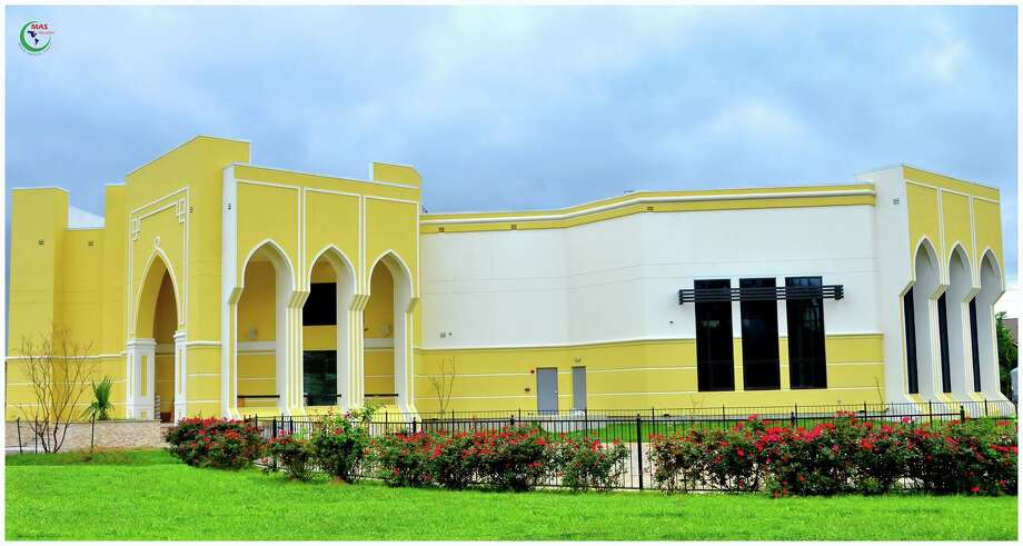 The Muslim American Society's Katy Islamic Center marked its opening June 13 with a ribbon-cutting celebration at  1800 Baker Road. Photo: MAS