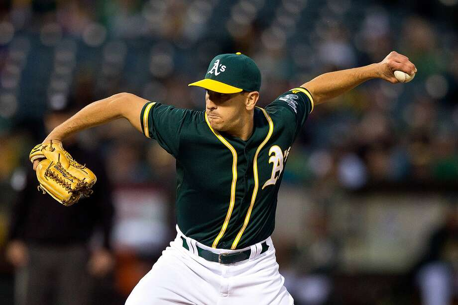 OAKLAND, CA - JUNE 10:  Pat Venditte #29 of the Oakland Athletics pitches against the Texas Rangers during the fourth inning at O.co Coliseum on June 10, 2015 in Oakland, California. The Oakland Athletics defeated the Texas Rangers 5-4. (Photo by Jason O. Watson/Getty Images) Photo: Jason O. Watson, Getty Images
