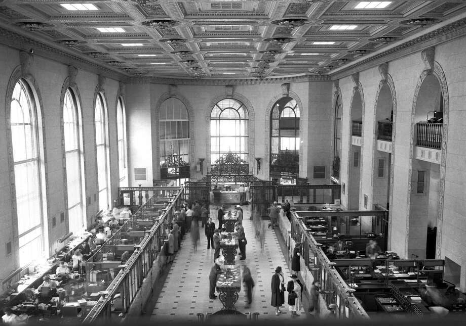 Above: The interior of the Branch of America branch at Powell and Market streets, 1949. Photo: Art Frisch / Art Frisch / The Chronicle 1949 / ONLINE_YES