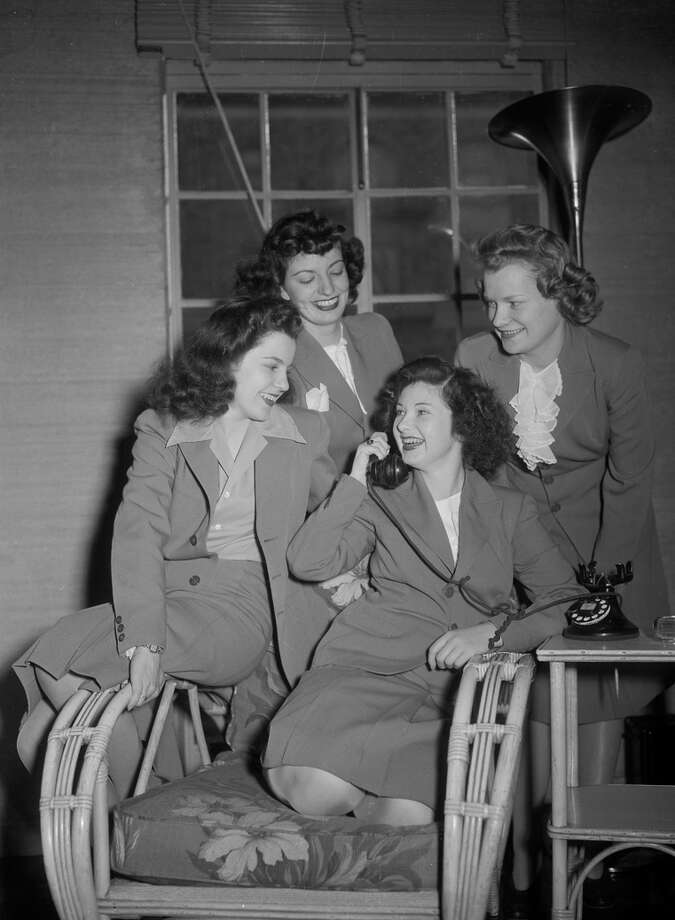 Left: A 1944 photo illustrated a report that San Francisco's Hibernia Bank had hired women in place of men serving in World War II. Photo: Chronicle File / Chronicle File Photo 1944 / ONLINE_CHECK
