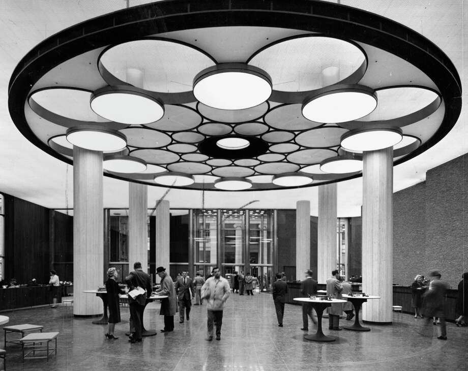 A dramatically designed Wells Fargo Bank branch, 1962. Photo: Karl H. Riek / Karl H. Riek 1962 / ONLINE_CHECK