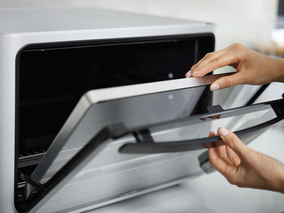 The June oven has a quad-core NVIDIA Tegra K1 processor, 5-inch touchscreen, and built-in Wi-Fi capabilities.