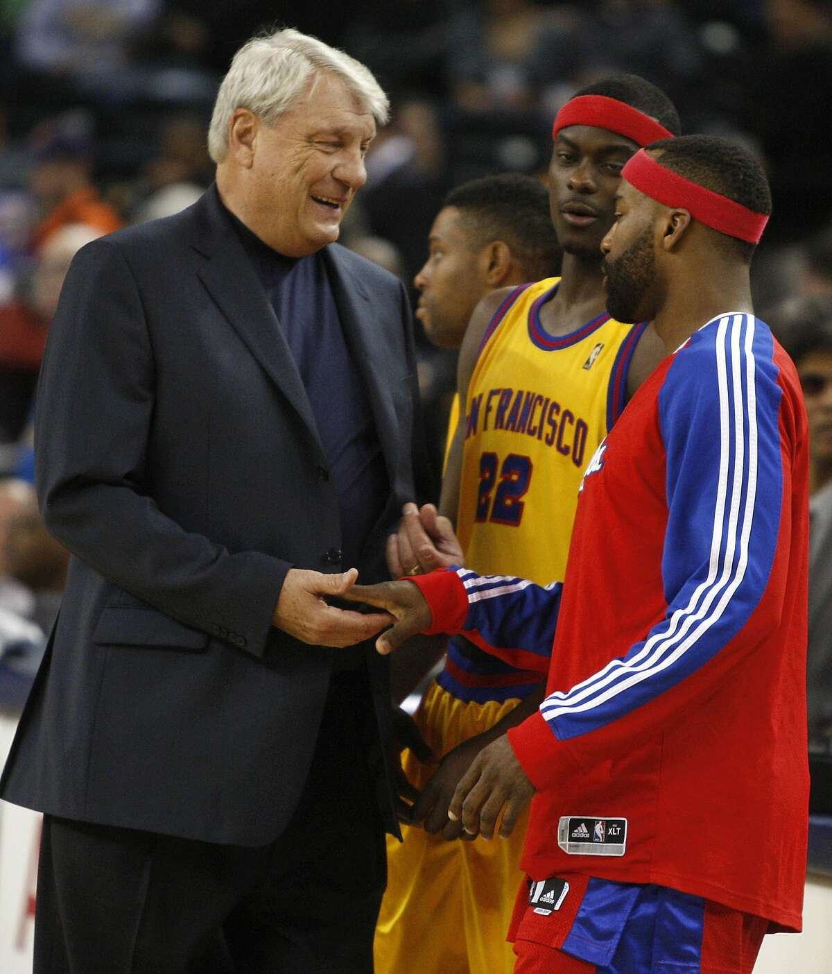 Los Angeles Clippers' Baron Davis, right, greets his former coach, Golden State Warriors' Don Nelson, prior to an NBA basketball game Wednesday, Feb. 10, 2010, in Oakland, Calif. At center is Warriors' Anthony Morrow.