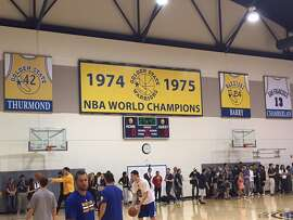 The Warriors returned to their practice facility in downtown Oakland ahead of Sunday's Game 5 at Oracle Arena.