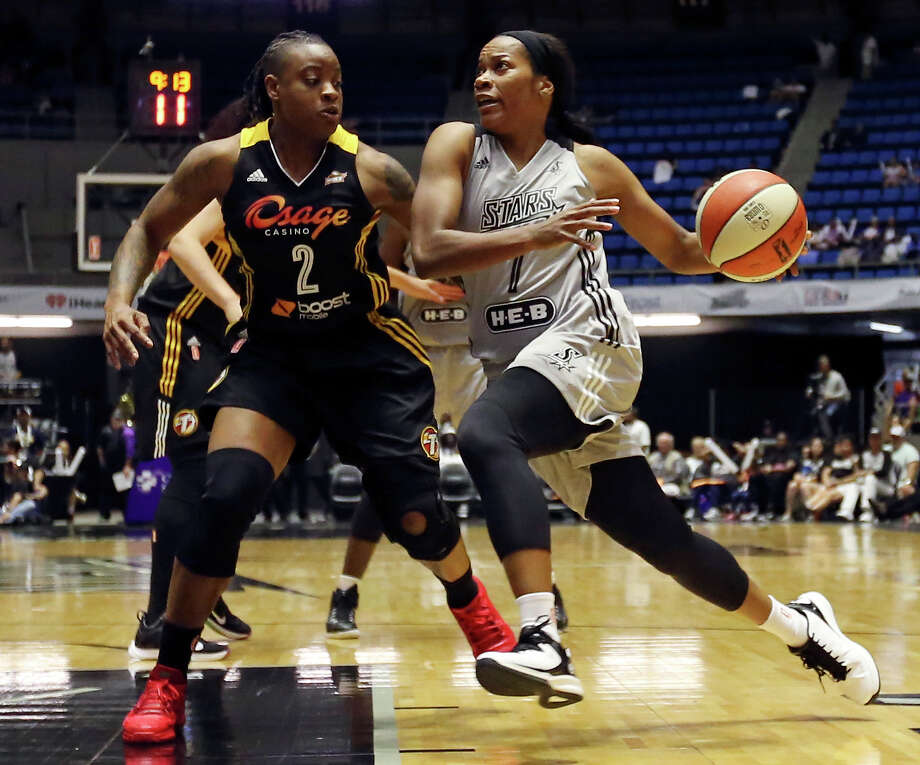 San Antonio Stars' Jia Perkins drives around Tulsa Shock's Riquna Williams during second half action Sunday June 14, 2015 at the Freeman Coliseum. The Shock won 73-62. Photo: Edward A. Ornelas, Staff / San Antonio Express-News / © 2015 San Antonio Express-News