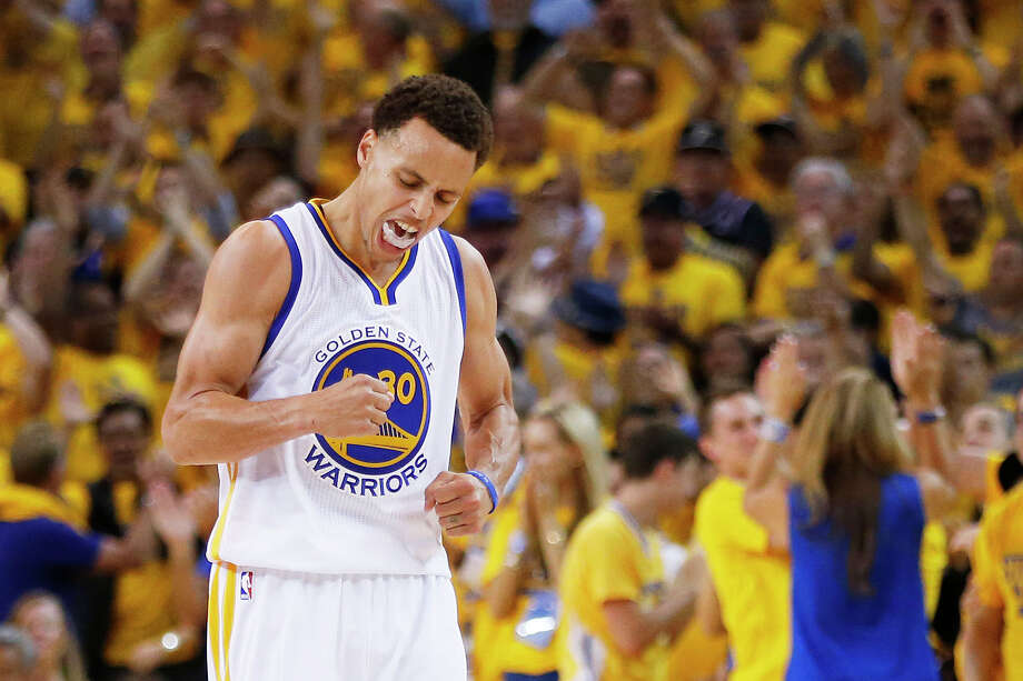 Stephen Curry exults during the fourth quarter Sunday. Curry scored 17 points in the quarter and finished with 37 points. Photo: Ezra Shaw /Getty Images / 2015 Getty Images