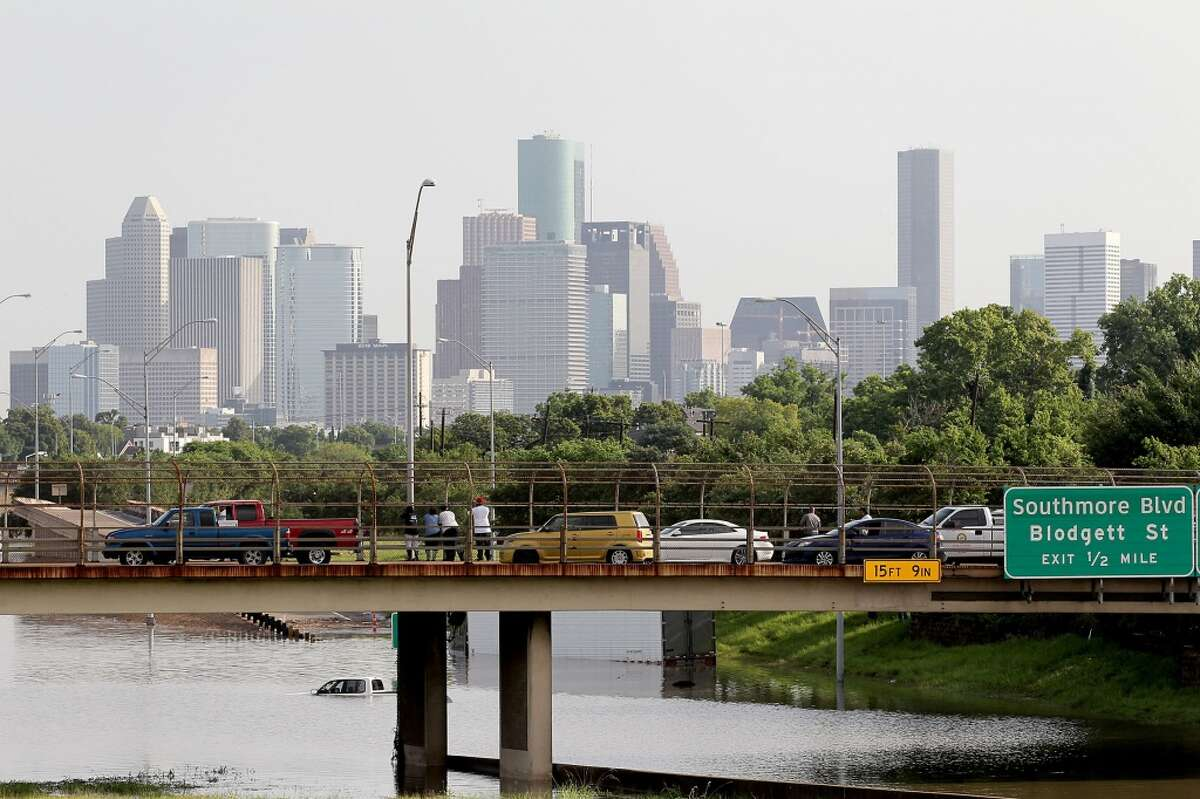 People stop and view the flooded waters on 288 and McGregor in the Medical Center on Tuesday, May 26, 2015 in Houston, TX (Photo: Thomas B. Shea/For the Chronicle)