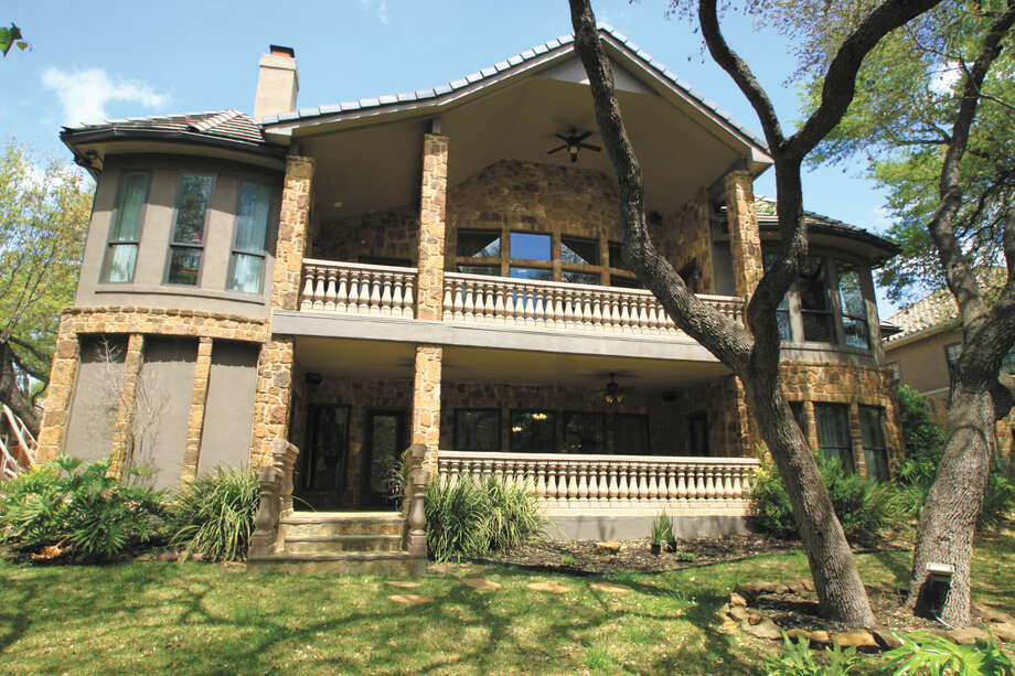 Address: 14 Oak Hill Place, San Antonio, 78229  Size: 3,672  sq.ft.   Bedrooms: 3   Bathrooms: 3.5   List Price: $649,000   Contact: Exquisite Properties, (210) 494-1695   MLS Number 1106780   Photo: Courtesy Exquisite Properties LLC