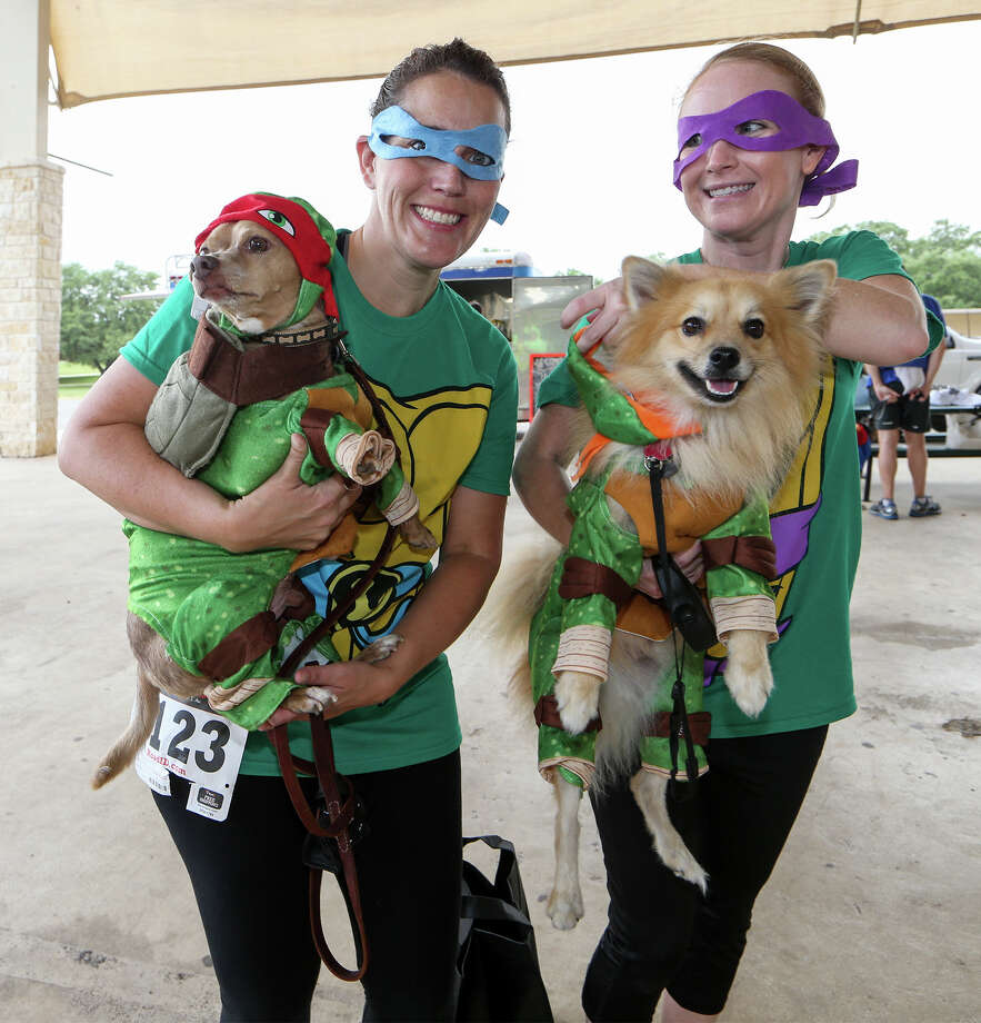 Jill Watson (left) with Bentley and Shelley Martinets with Tyson, dressed as Teenage Mutant Nija Turtles, prior to the start of the 14th Annual Doggie Dash at Pickrell Park in Schertz on Saturday, June 13, 2015.  This year's run had a Super Hero/Super Friends theme.  MARVIN PFEIFFER/ mpfeiffer@express-news.net Photo: Marvin Pfeiffer, Staff / San Antonio Express-News / Express-News 2015