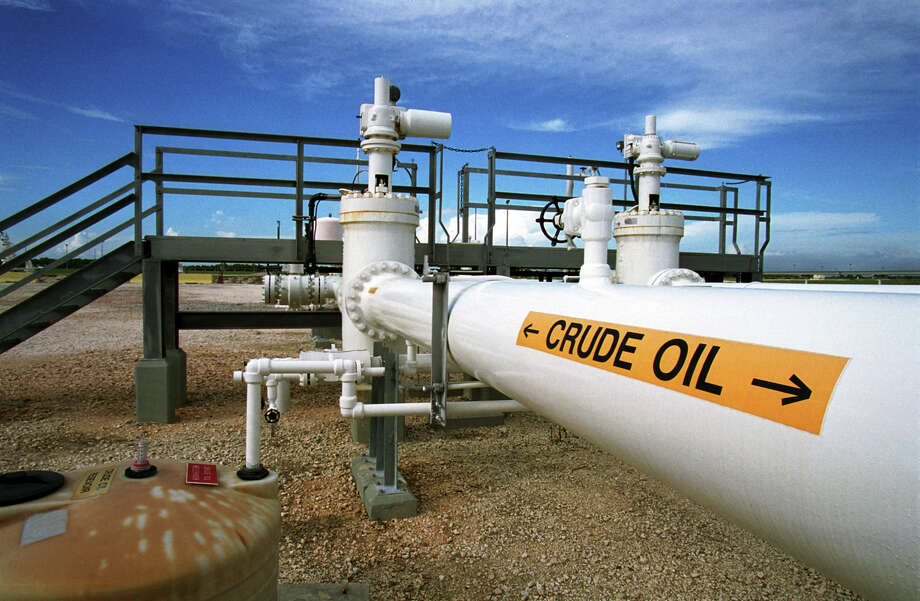 An analysis of U.S. energy infrastructure highlighted problems in swiftly delivering the nation's emergency oil to the market. A 2014 test sale revealed that while the SPR can pump out 4.4 million barrels of oil daily, there isn't enough pipeline capacity to keep up with it. Photo: Getty Images File Photo / Getty Images North America