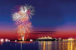 Queen Mary's July Fourth celebration of the century - Photo