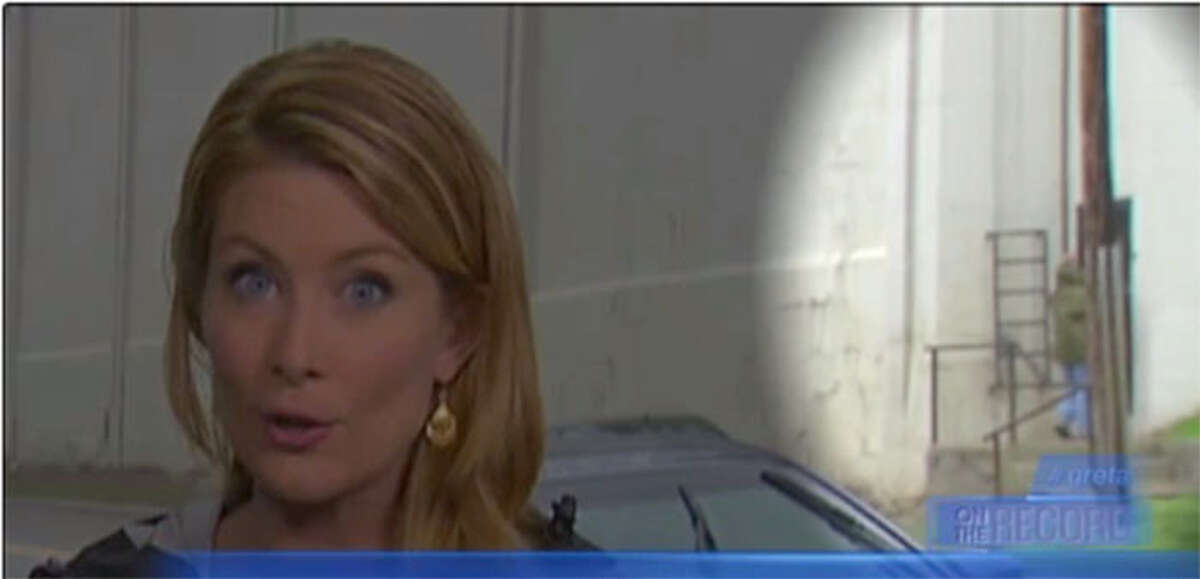 Highlighted area shows a bag being hoisted up the wall at Dannemora's Clinton Correctional Facility behind Fox News reporter Molly Line. (From Fox News)