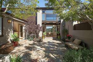 Casual elegance abounds in Oakland hillside Contemporary - Photo